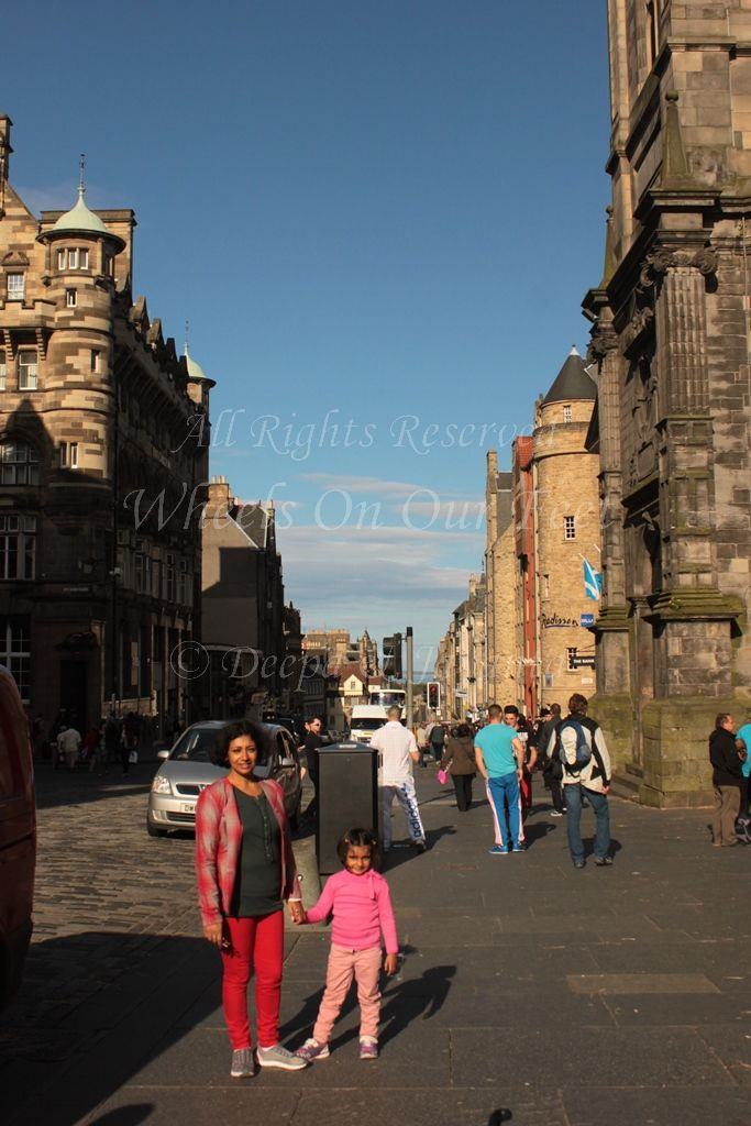 Walk down the Royal Mile in Edinburgh (Scotland)