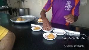 Stop by Shri Dutt Vada Pav while driving to Kashi in Maharashtra