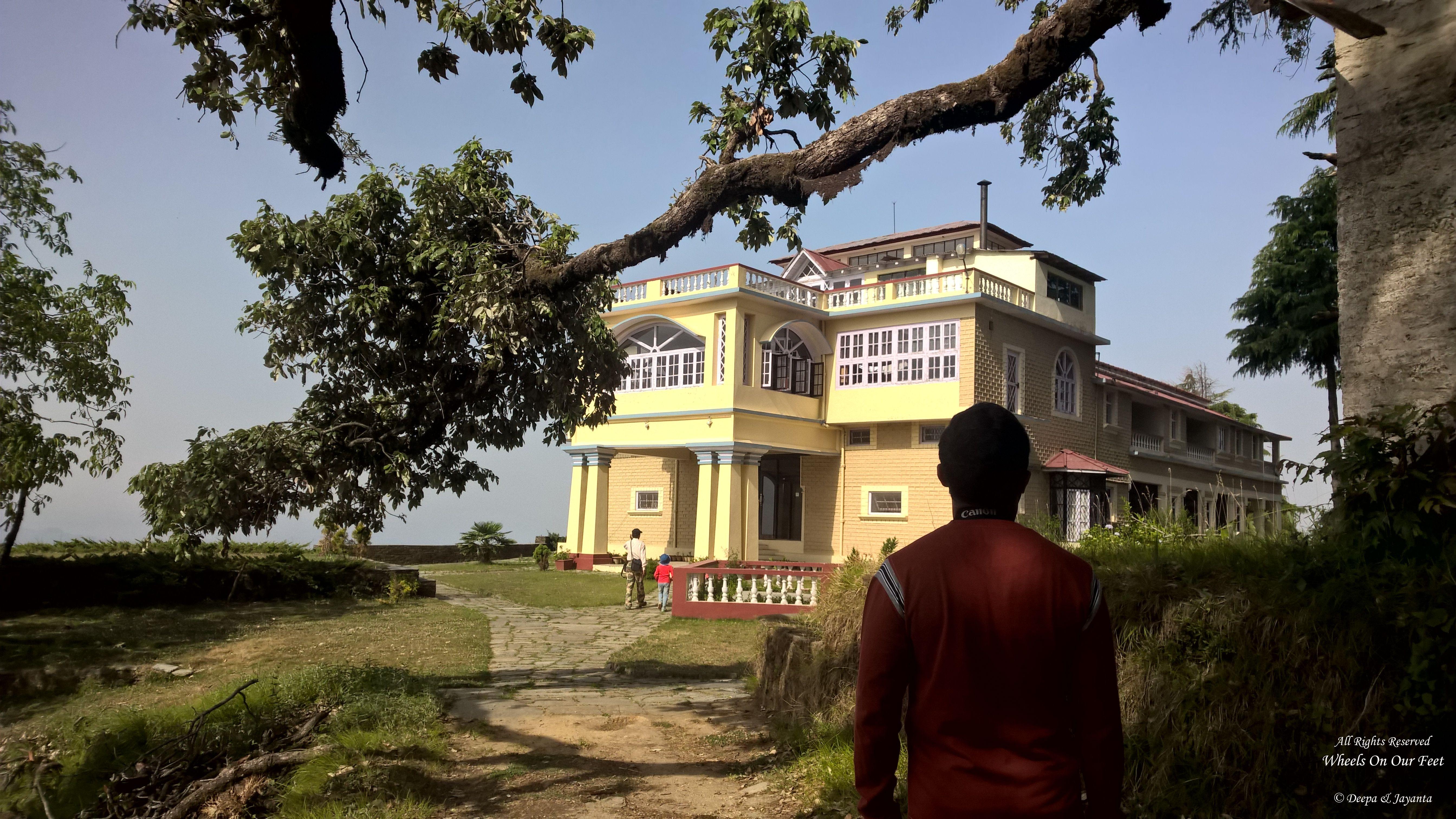 Grand Oak Manor in Binsar
