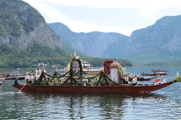 corpus-christi-celebrations-in-hallstat-austria-57